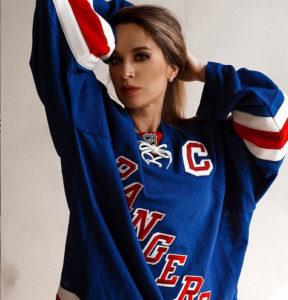 Юлия — самый красивый хоккейный блоге