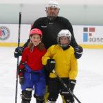 Отец со своими детьми на тренировке