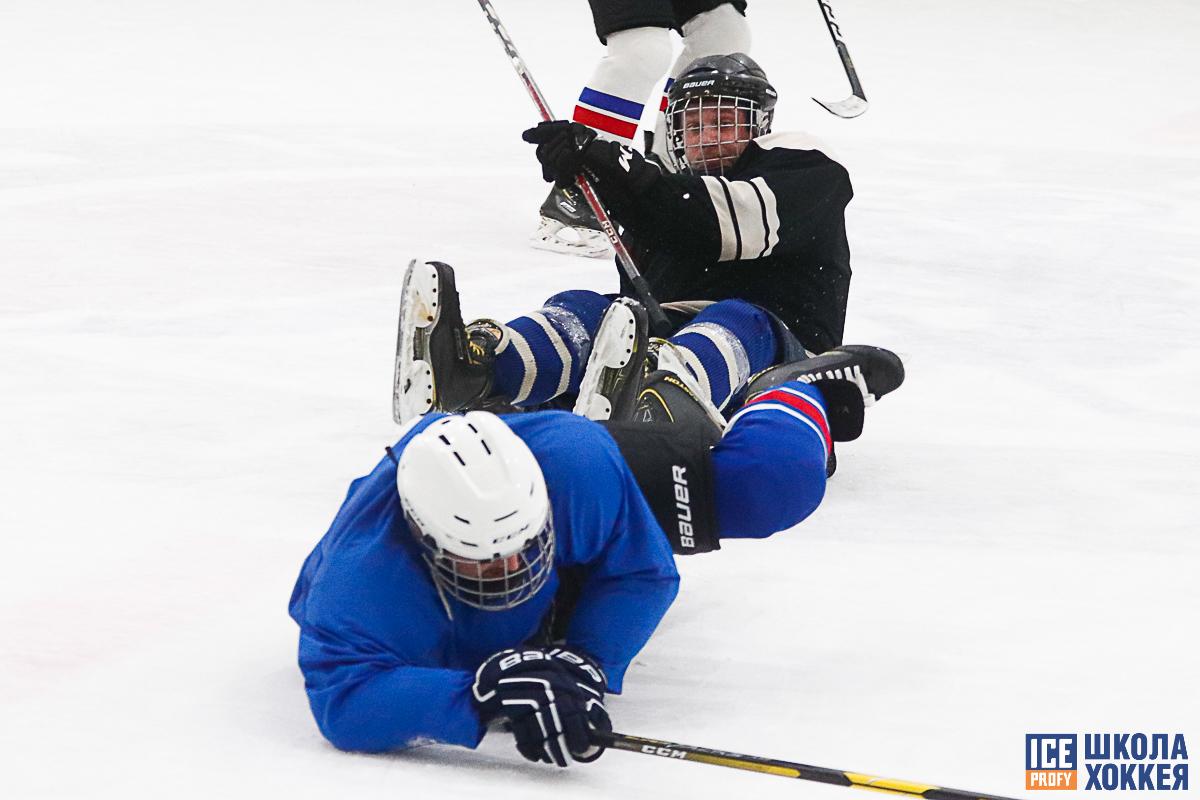 На семейной тренировке по хоккею